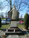 pomnik Chrystusa Króla przed kościołem.jpeg